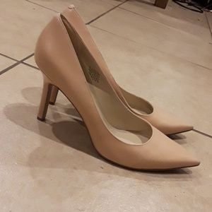 Nine West Size 11 Cream Colored Leather Heels